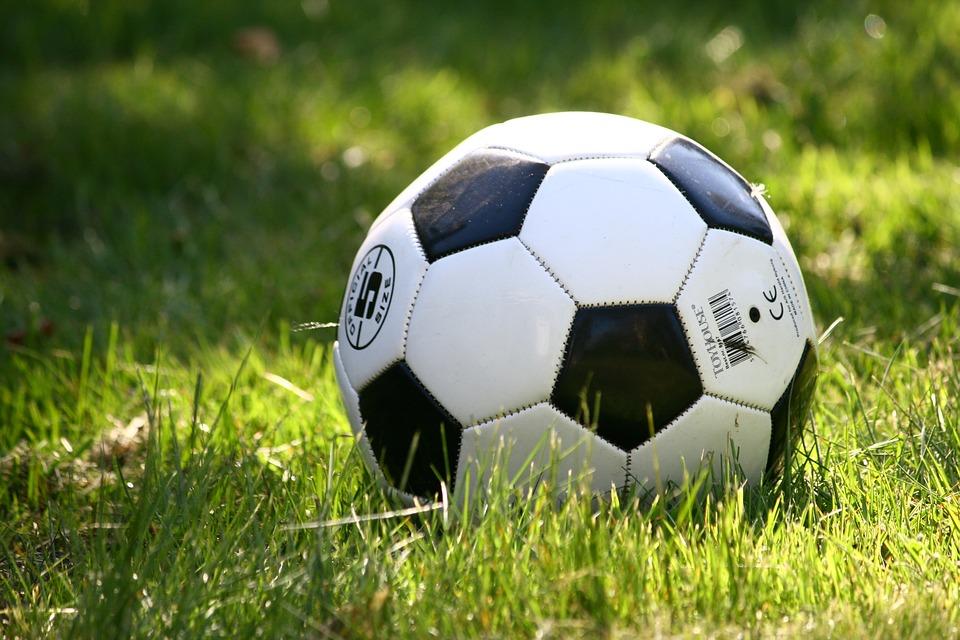 Fussball Bundesliga Kein Karriereende Fur Fca Kapitan Baier