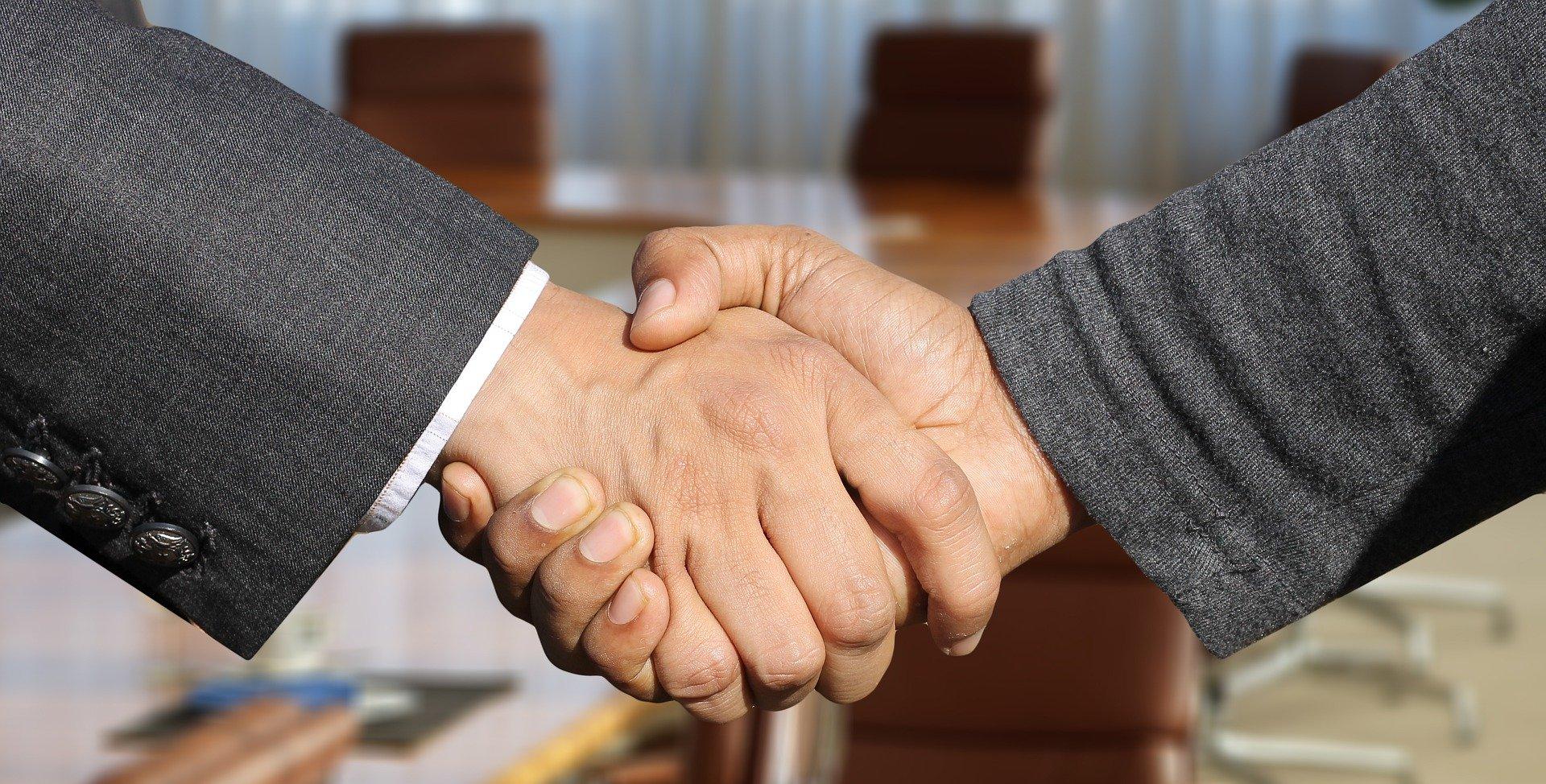 Einigung-Hände-Schütteln