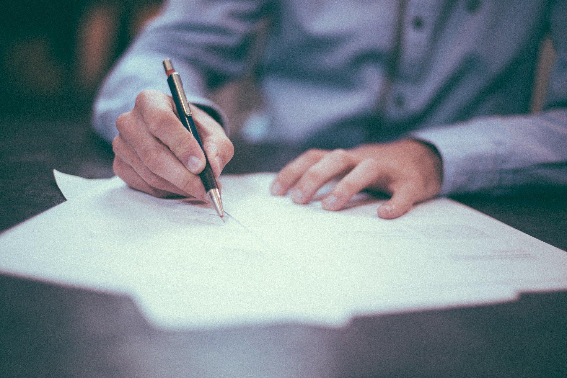 Vertrag-Unterschrift