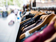 Markt-Klamotten-Kleidung